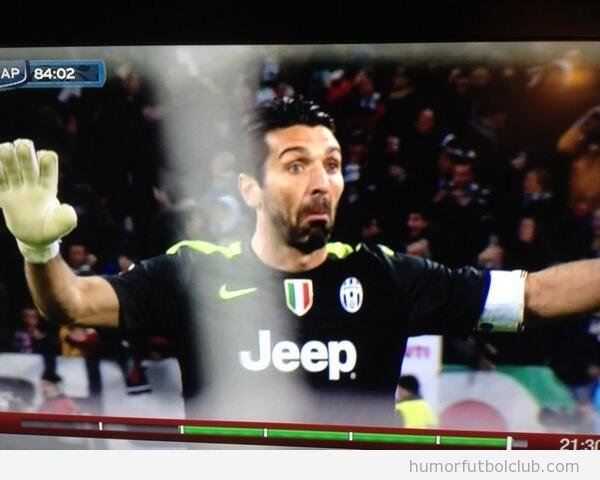 Foto graciosa de Buffon ante el gol de Pogba en Juventus vs Napoli