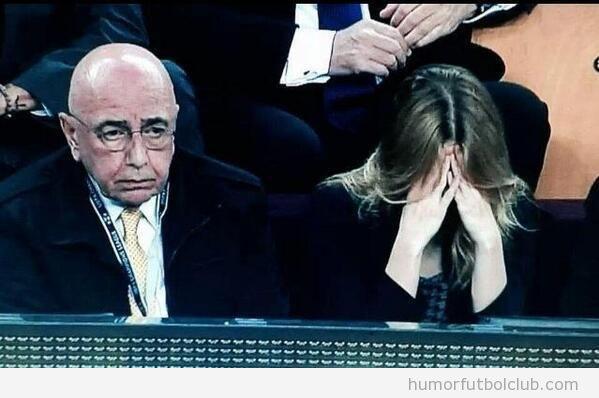 Imagen graciosa de la reacción de Galliano y Bárbara Berlusconi ante el piscinazo de Neymar en el AC Milan vs Barça