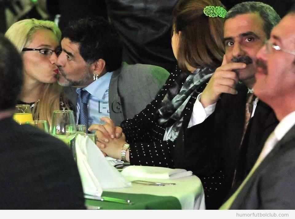 Escándalo en Algeria porque Maradona besa a su novia
