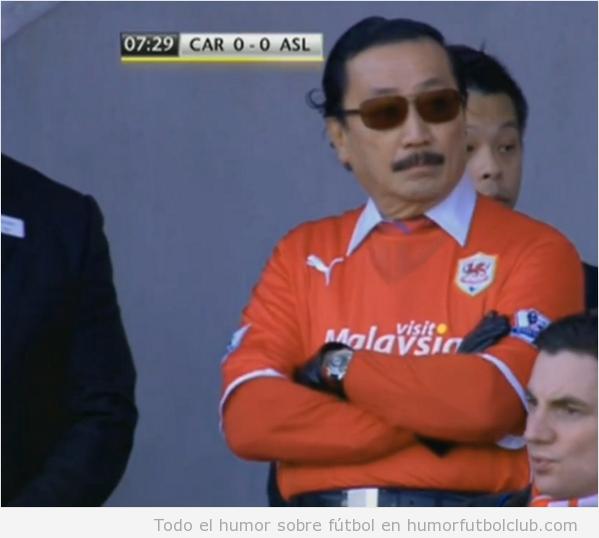 Vincent Tan, dueño del Cardiff, con un estilismo WTF
