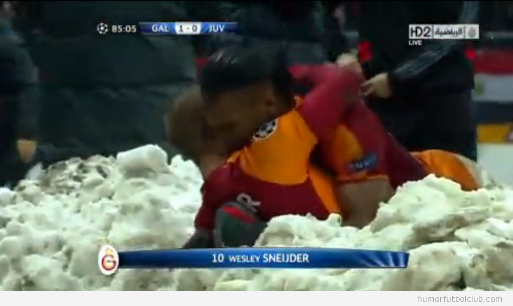 Sneijder y Drogba celebrando victoria antes Juventus en la Champions League