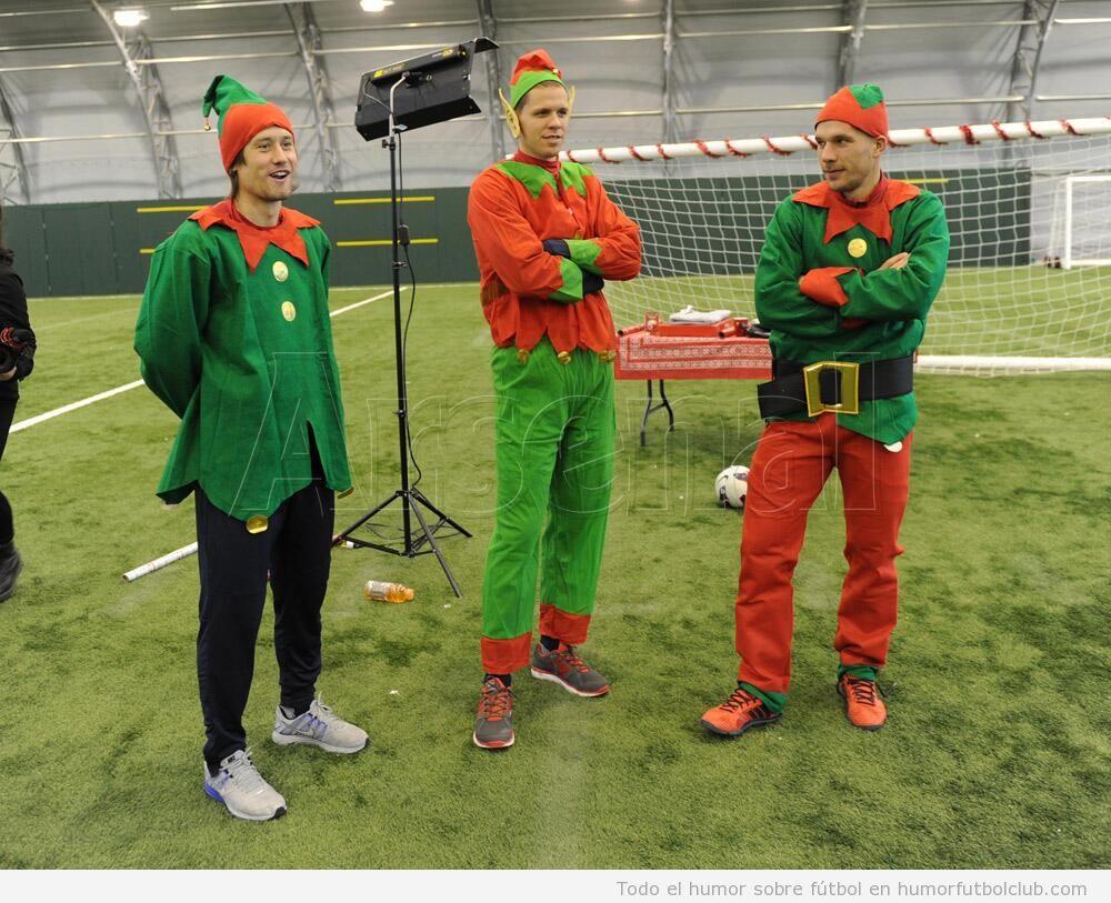 Foto graciosa de los jugadores del Arsenal vestidos como Elfos