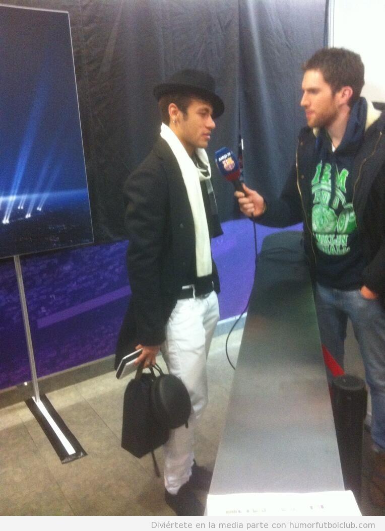 Look de gangster de Neymar en la zona mixta después del Barça - Celtic