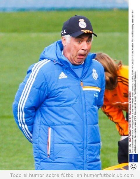 Foto graciosa de Ancelotti poniendo una cara rara en un entrenamiento