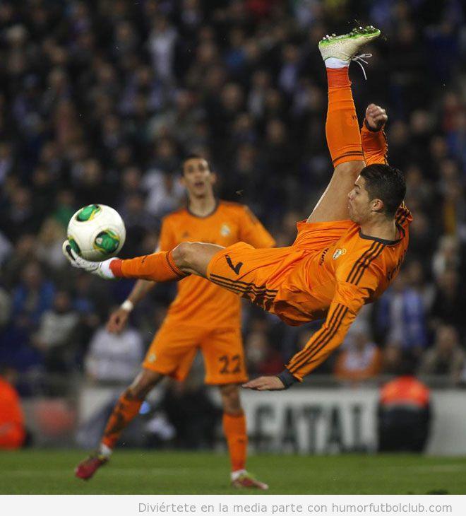 Foto graciosa de Cristiano Ronaldo haciendo una chilena ante el RCD  Espanyol