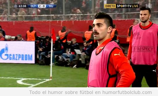 Parecido razonable futbolista Olympiakos, Paulo Machado, con Borat