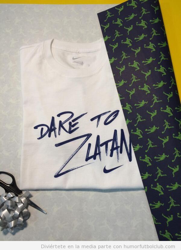 """Camiseta """"Con cariño de Zlatan"""" para el cumpleaños de Cristiano Ronaldo"""
