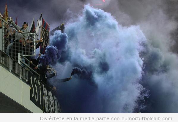 Bomba humo ultras Basel en Salzburg