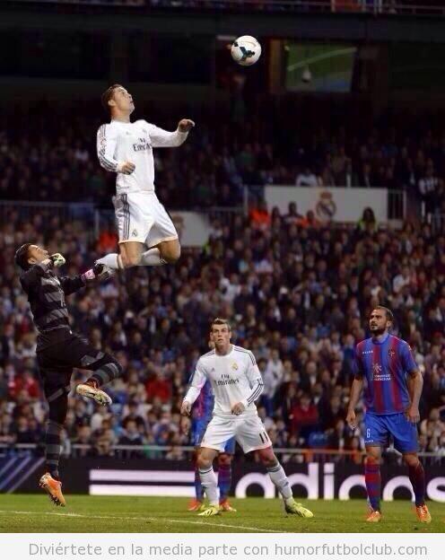 Foto graciosa photoshopeada del salto Cristiano Ronaldo ante el Levante