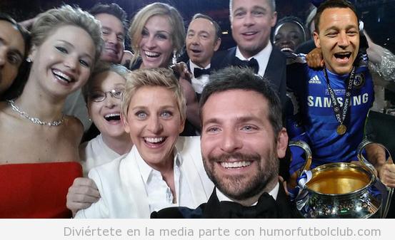 Foto graciosa dle Selfie Oscar con John Tierry del Chelsea