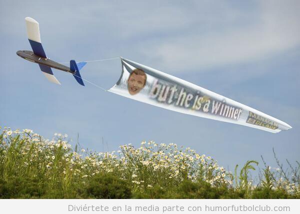 Tweets avionetas mensajes a favor de David Moyes 2