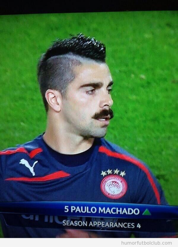 Paulo Machado, Olympiakos, con  bigote a lo Freddie Mercury