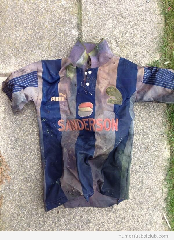 Aficonado encuentra camiseta Sheffield Wednesday 18 años después de perderla