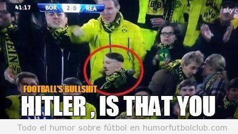 Foto de un aficionado del Borussia Dortmund en el partido ante el Real Madrid, doble de Hitler