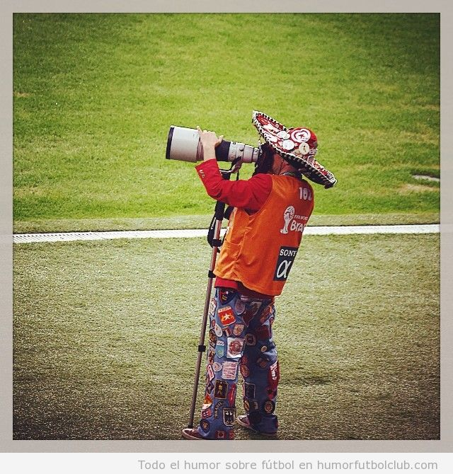 Foto graciosa de un fotógrafo con sombrero Mexicano Mundial Brasil