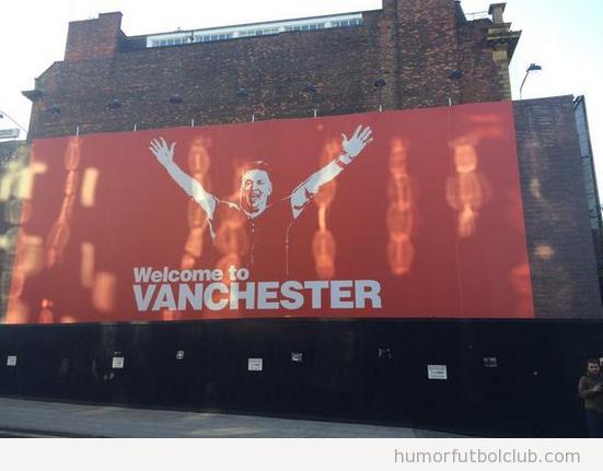 Pancarta de biemvenida del Manchester a Van Gaal