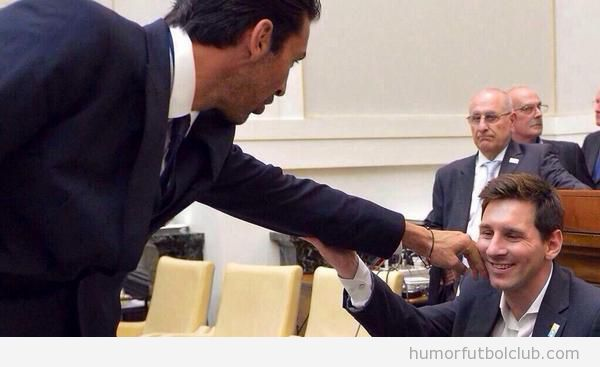 Foto graciosa de Buffon y  Messi