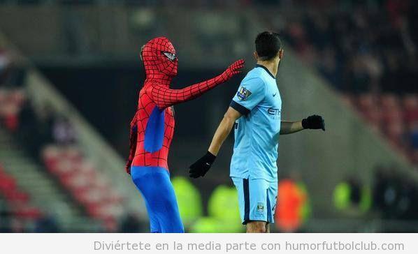 Spiderman invade campo en el Sunderland vs Manchester City