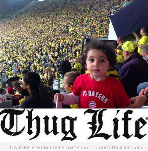Foto graciosa niño camiseta Bayern de Munich en grada Borussia