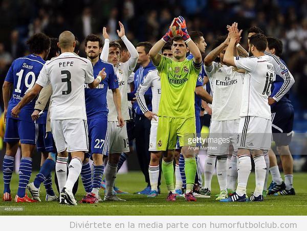 Fotos Casillas obligando a saludar a los jugadores del Real Madrid