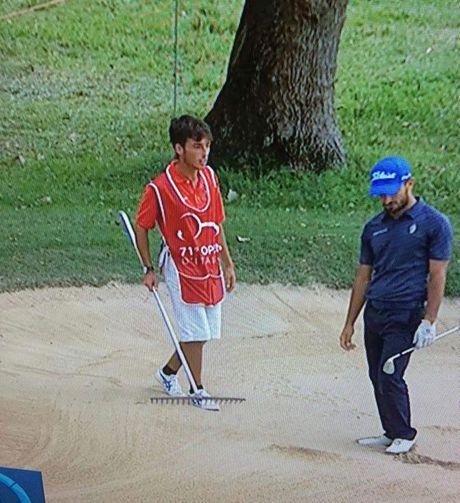 Parecido razonable David Silva del Manchester City con caddy de golf