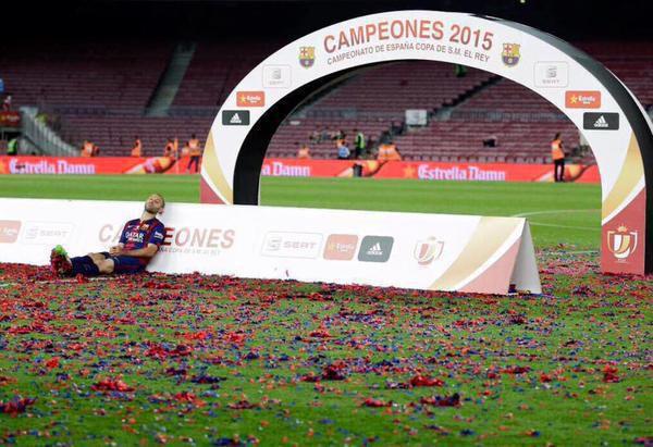 Foto graciosa Dani Alves celebración Copa Rey Barça 2015