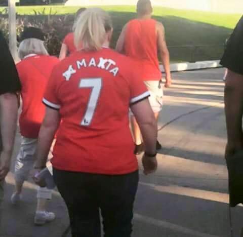 Foto graciosa camiseta Man United, de Di Maria a Mata