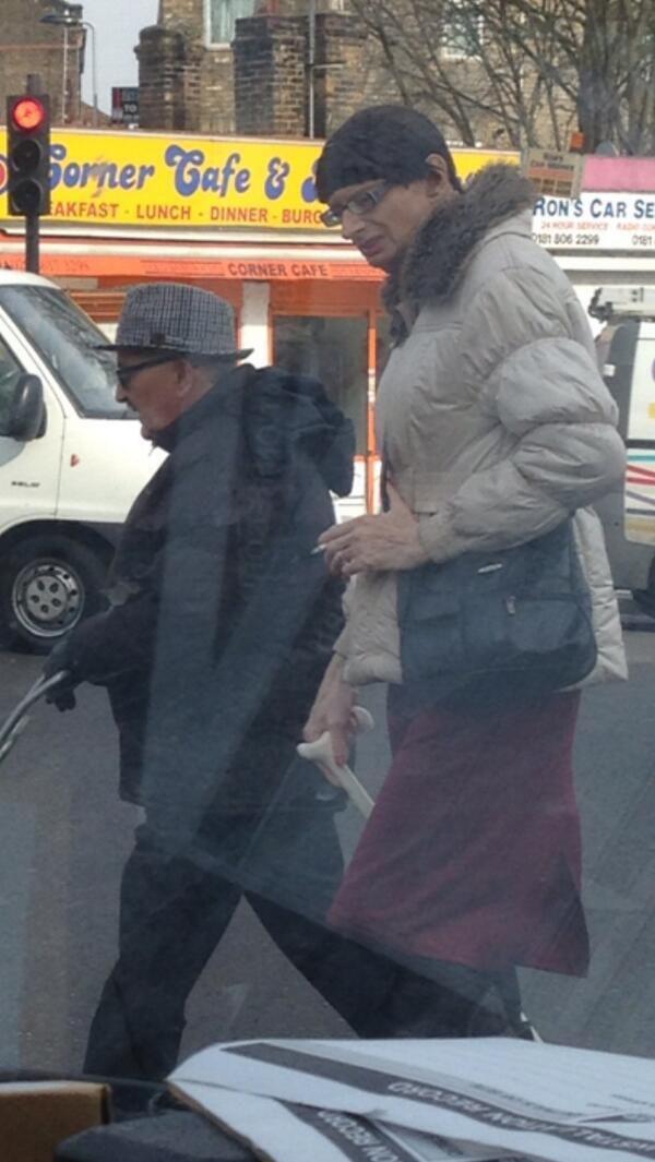 Foto parecido razonable de Arsene Wenger conun travesti