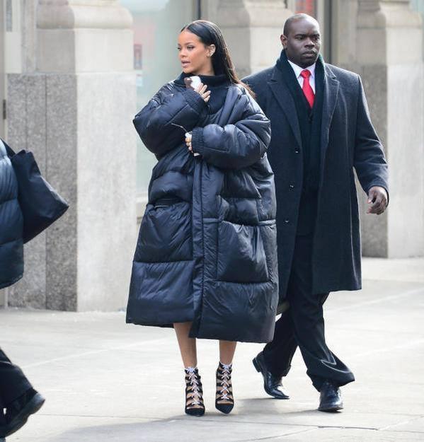 Rihanna anorak largo de Arsene Wenger