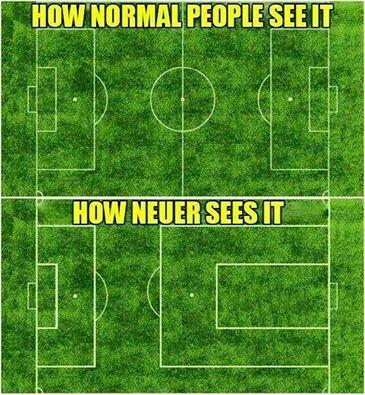 Meme gracioso campo Neuer con área muy grande