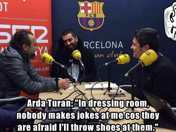Meme gracioso Arda Turan tirar zapato