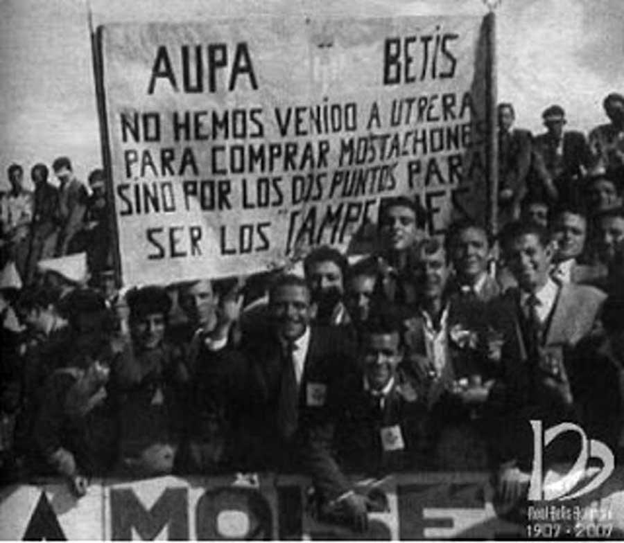 Fotos antiguas aficionados Betis pancarta Utrera