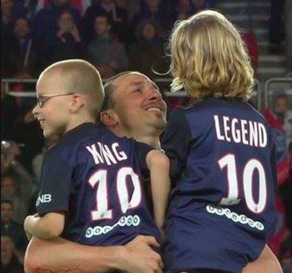 Foto Zlatan Ibrahimovic PSG con sus hijos