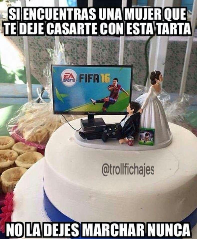 Meme gracioso tarta boda videojuego FIFA 16