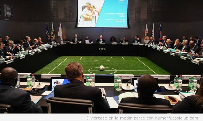 Sala reuniones sede FIFA con césped